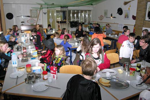 Kamp 13 05 ontbijt.JPG
